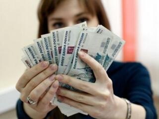 Держит деньги