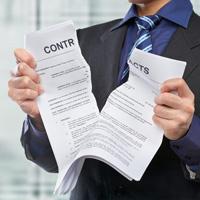Рвет контракт