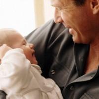 Отец с малышом